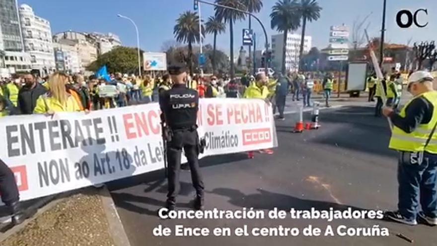 Finaliza la concentración de los manifestantes de Ence tras más de seis horas frente a la Delegación del Gobierno
