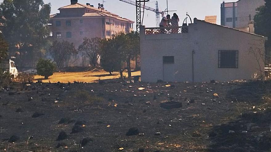 Asediados por el fuego y las grúas en Xàbia