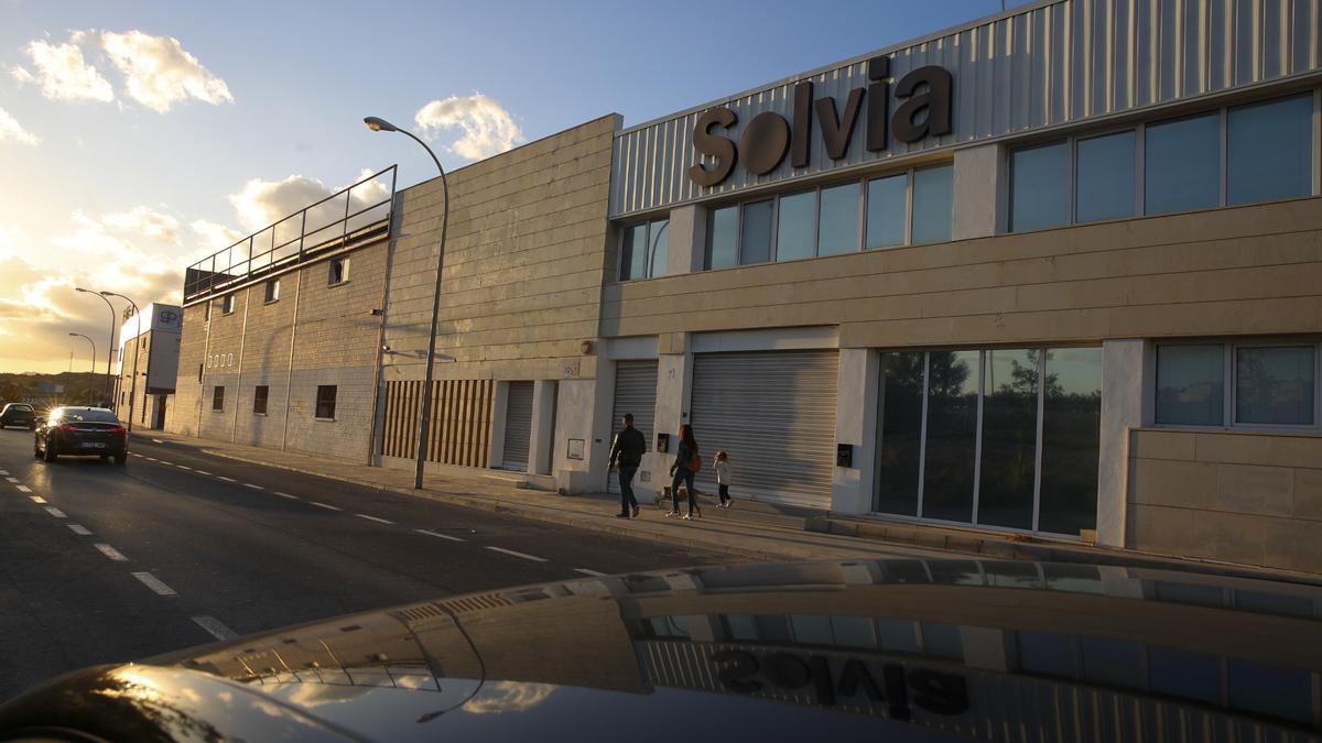 Uno de los edificios que el Sabadell pondrá a la venta en Alicante.