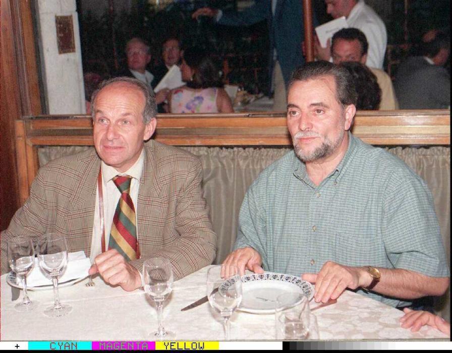 ROM01.ROMA.(ITALIA).11-7-96. Julio Anguita(dcha), junto al secretario nacional de la Refundación Comunista, Fausto Bertinotti, durante la reunión que ambos mantuvieron esta noche en la capital italiana.EFE/Bruno Mosconi.
