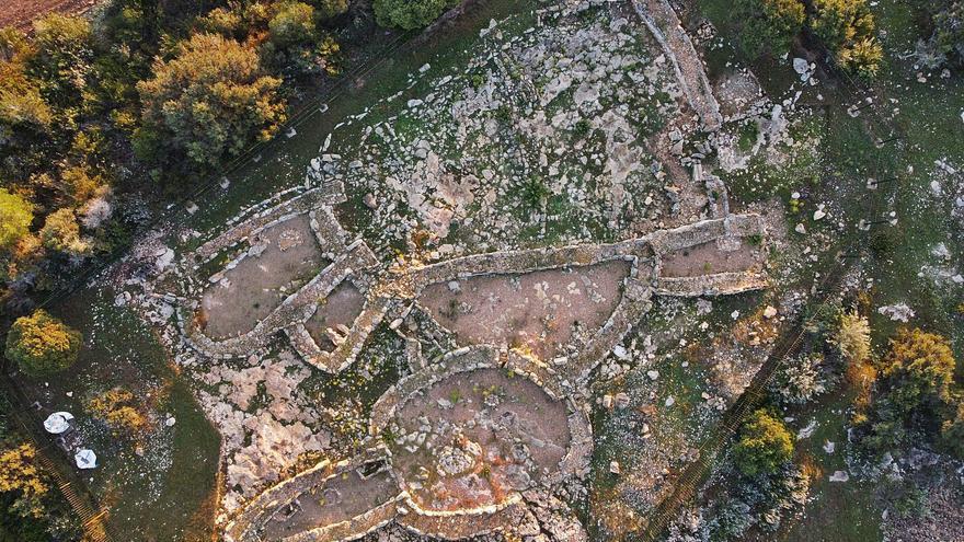 Avanza el rastreo de restos en el poblado prehistórico de es Cap II