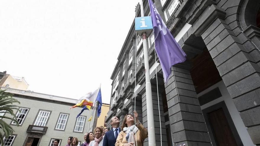 Izado de bandera feminista y Feria de la Igualdad