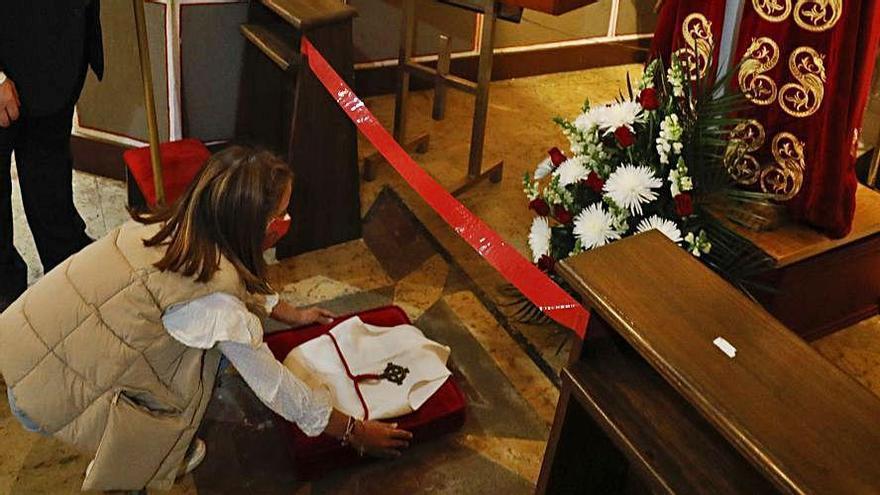 Un capuchón y una medalla para honrar a Jesús Cautivo