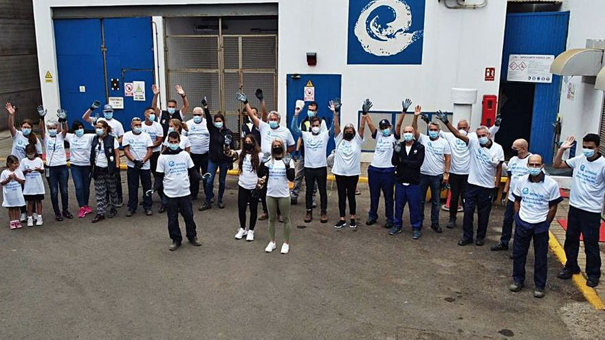 Personal de Emalsa retira 500 kilos de  basura del litoral de Piedra Santa