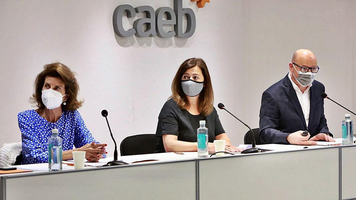 De izquierda a derecha, Carmen Planas, Francina Armengol y Antoni Riera.
