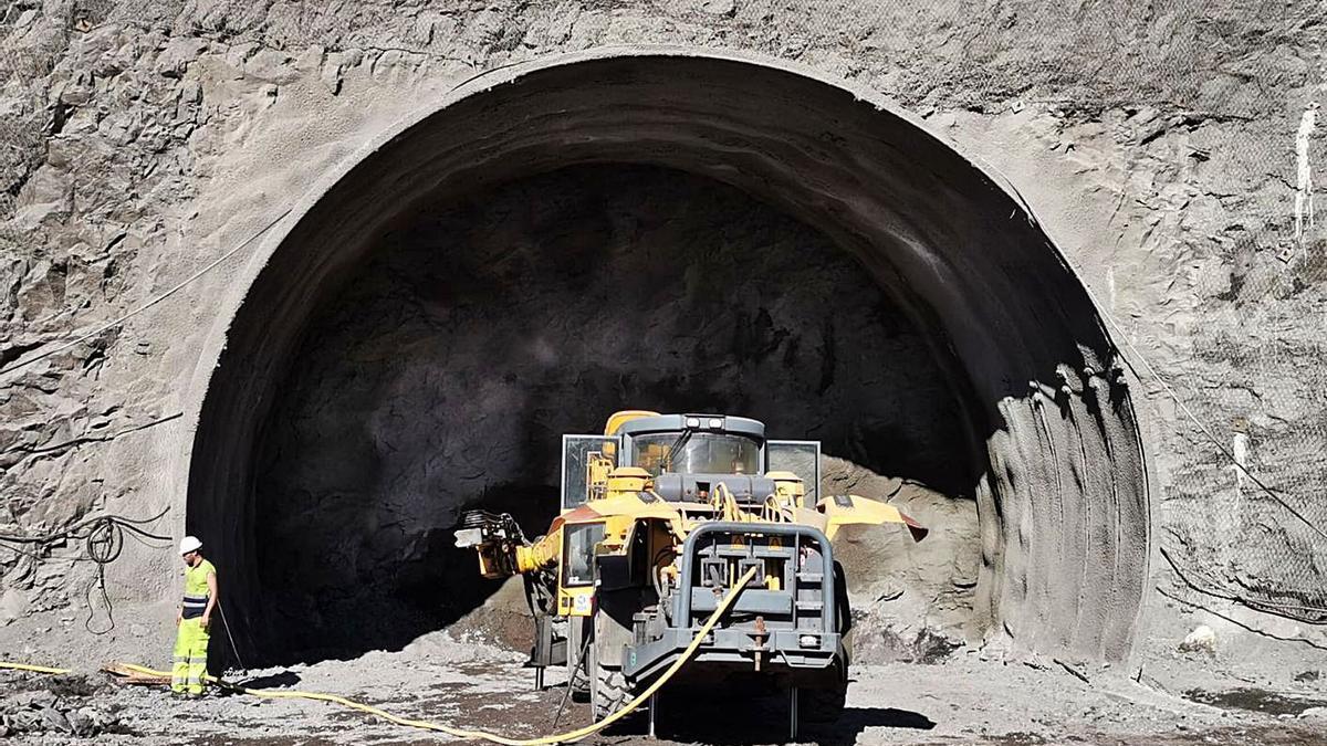 Trabajos de perforación en la boca sur de los túneles de Faneque. | | LP/DLP