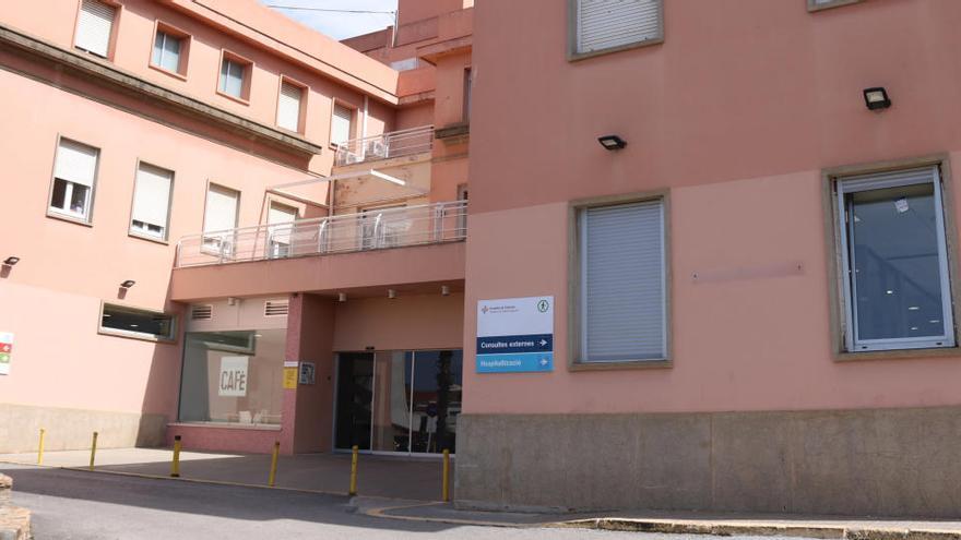Un metge de l'hospital de Palamós, un dels quatre catalans reinfectats