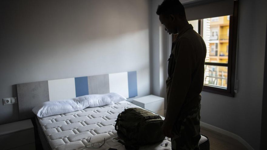 El Gobierno empieza a denegar el asilo a los refugiados del Aquarius
