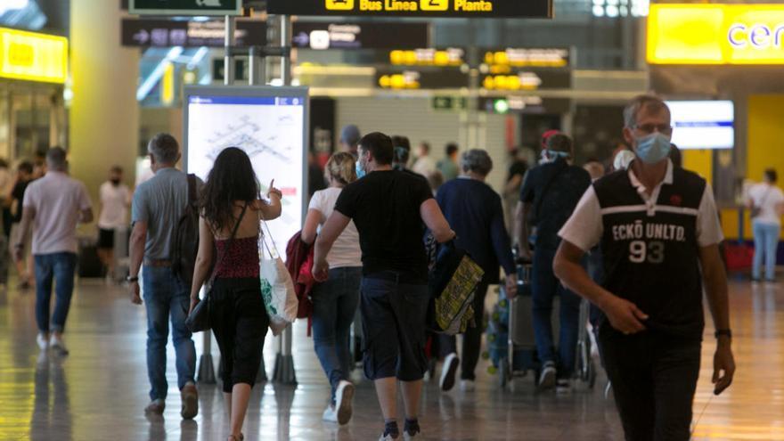 Hosbec cree que el aeropuerto de Alicante-Elche debería estar entre los corredores seguros con Reino Unido