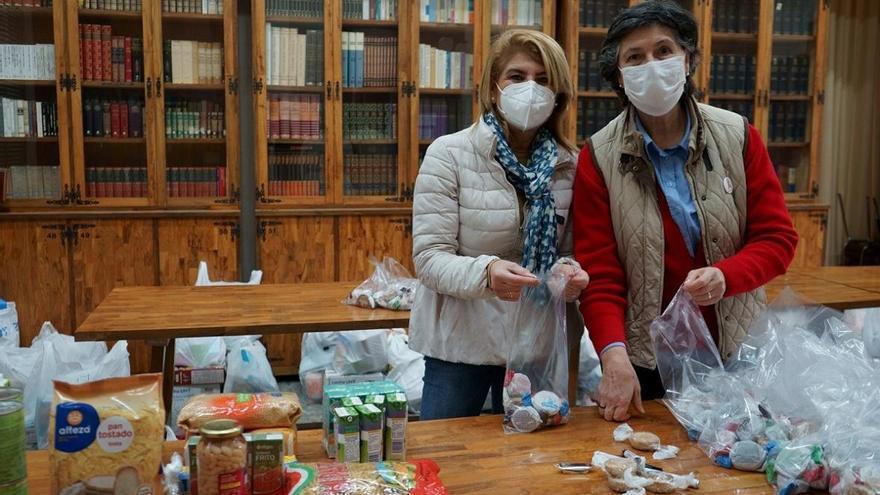 Las Francesas entregan alimentos por Navidad a familias necesitadas del barrio de San Pedro