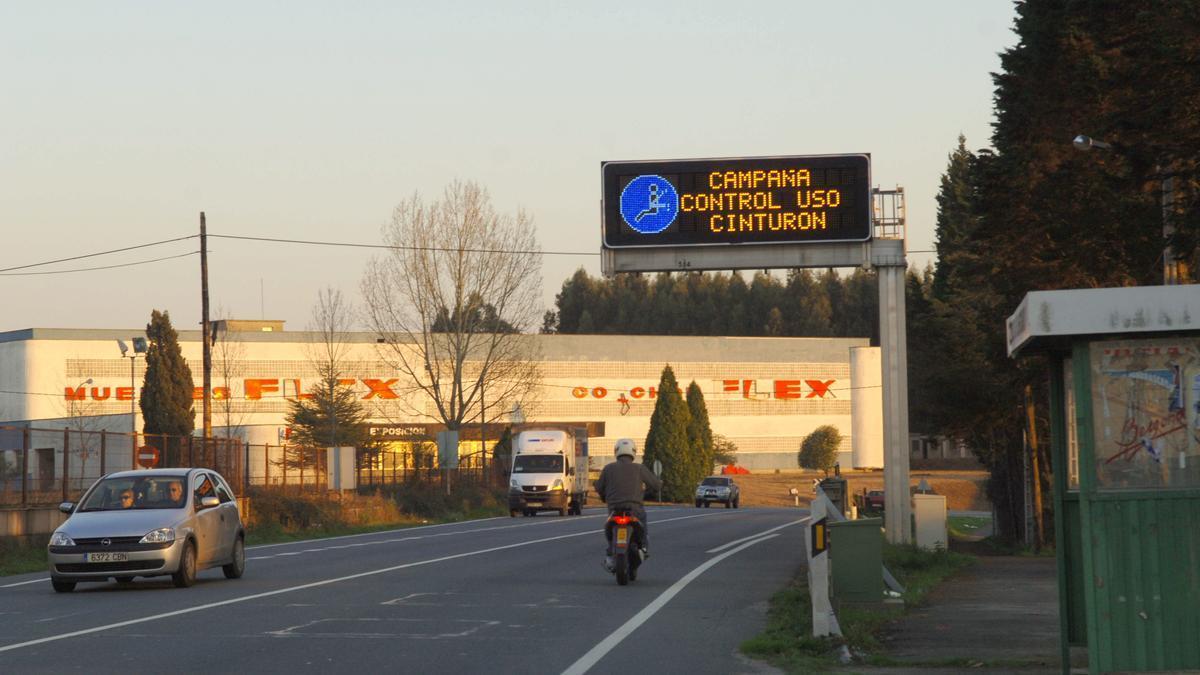 Panel luminoso con información de una campaña de vigilancia. / Carlos Pardellas