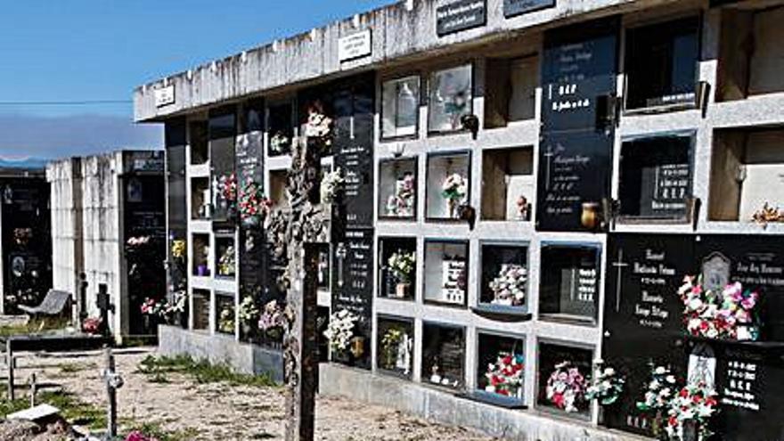 Quejas vecinales por falta de limpieza en el cementerio de Carril