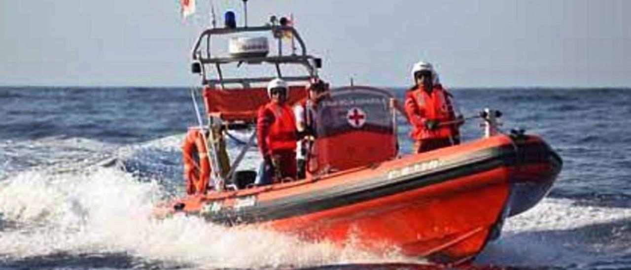 Una de las embarcaciones gestionadas por Cruz Roja. | DI