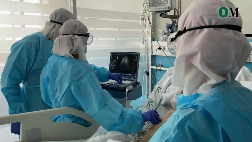 El Hospital Regional forma a 75 médicos de Urgencias para usar la ecografía pulmonar