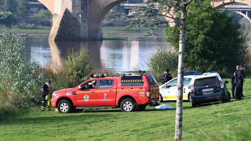 Una mujer de 61 años pierde la vida tras precipitarse al Guadiana desde el puente de la Autonomía