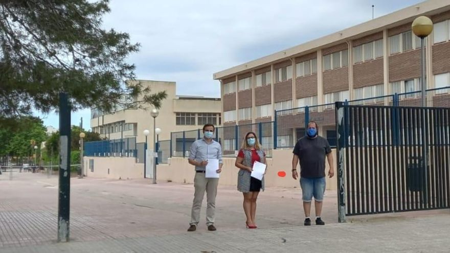 El TSJB reconoce el uso público del vial cerrado a los alumnos del colegio Els Tamarells