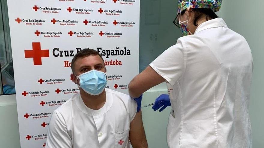 Vacunados contra el covid los profesionales del Hospital Cruz Roja en Córdoba