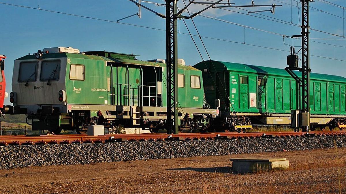 Tren de auscultación que recorre el tramo entre Pedralba y Orense.   ADIF Alta Velocidad