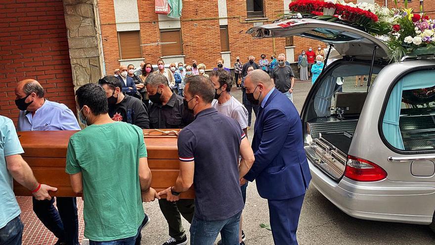 """Emotiva despedida en Mieres a """"Chefu"""", el camionero fallecido en Huesca: """"Era muy buen chaval, tuvo mala suerte"""""""