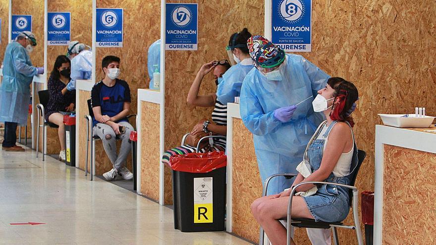 Menos del 2% de los llamados a vacunarse en Ourense rechazaron la inmunización