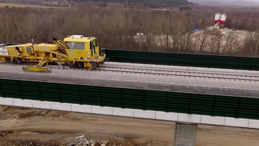 VIDEO | Así se colocó la vía del AVE en el último tramo entre Zamora y Orense