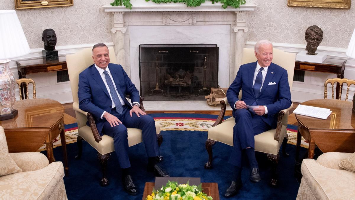 El presidente estadounidense, Joe Biden, y el primer ministro iraquí, Mustafa al Kazemi, en la Casa Blanca.