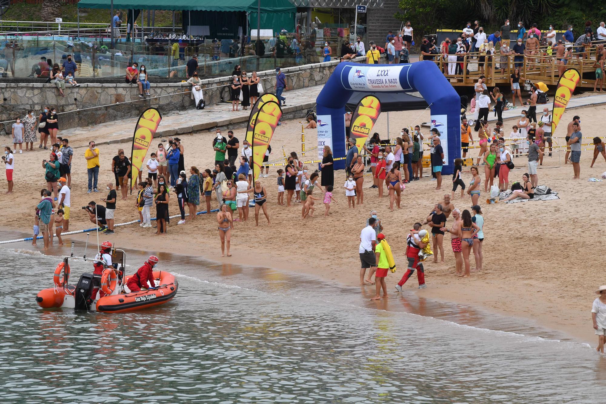 300 nadadores en la Travesía de San Amaro 2021