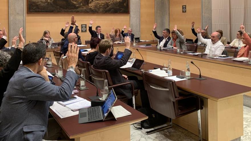 La Diputació aprova el pressupost amb el vot en contra de la CUP i l'abstenció del PSC