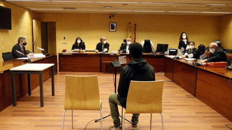 Condemnen a 4 anys de presó el venedor de droga que va violar una clienta a Figueres