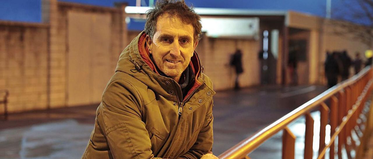 Iñaki Eraña, la pasada semana, junto al campo del Veriña. | Marcos León
