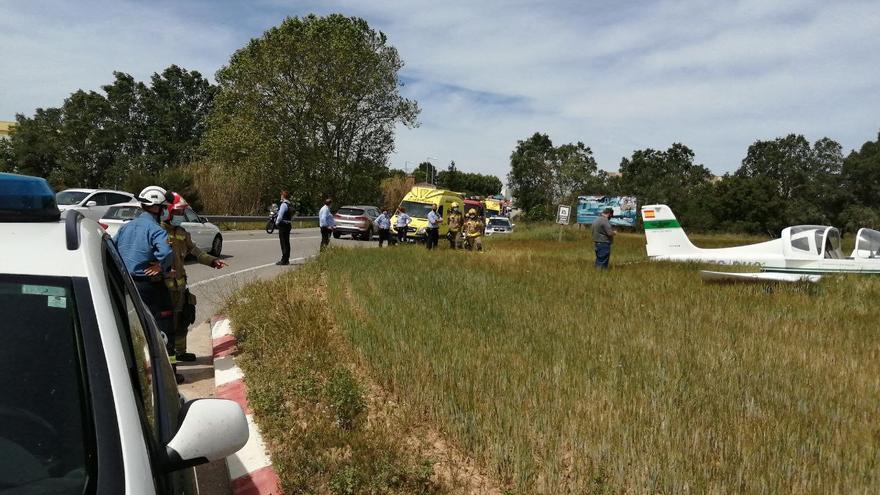 Aterratge d'emergència d'un ultralleuger en un camp a tocar de l'N-IIa a Igualada