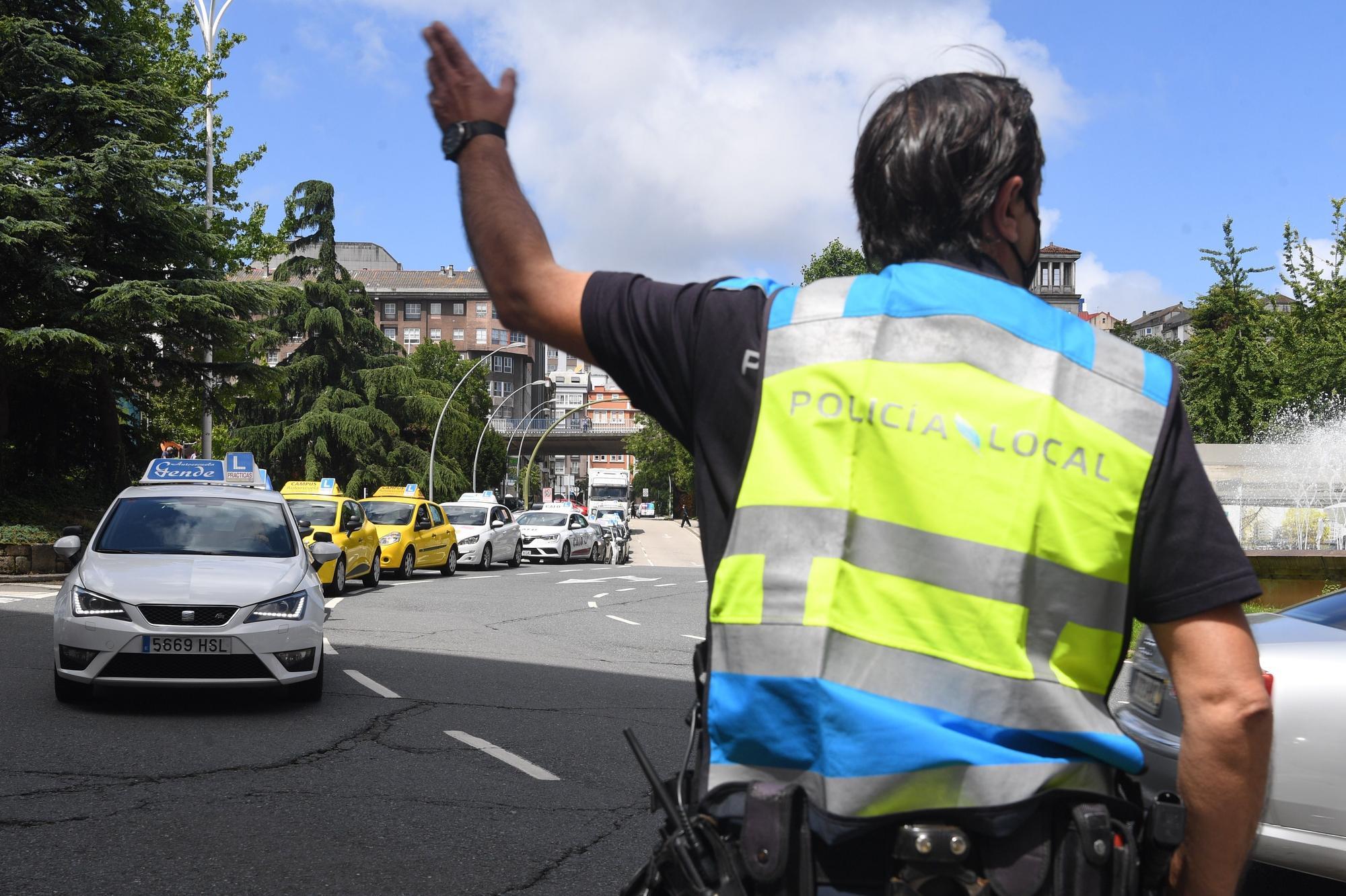 Protesta de autoescuelas de A Coruña para reclamar más examinadores