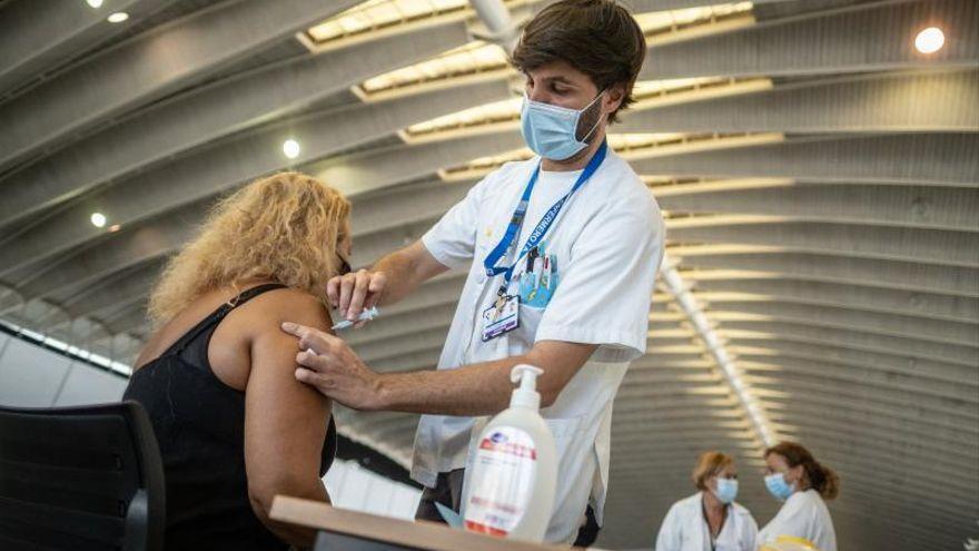 Los tinerfeños nacidos antes de 1945 ya pueden pedir cita para vacunarse