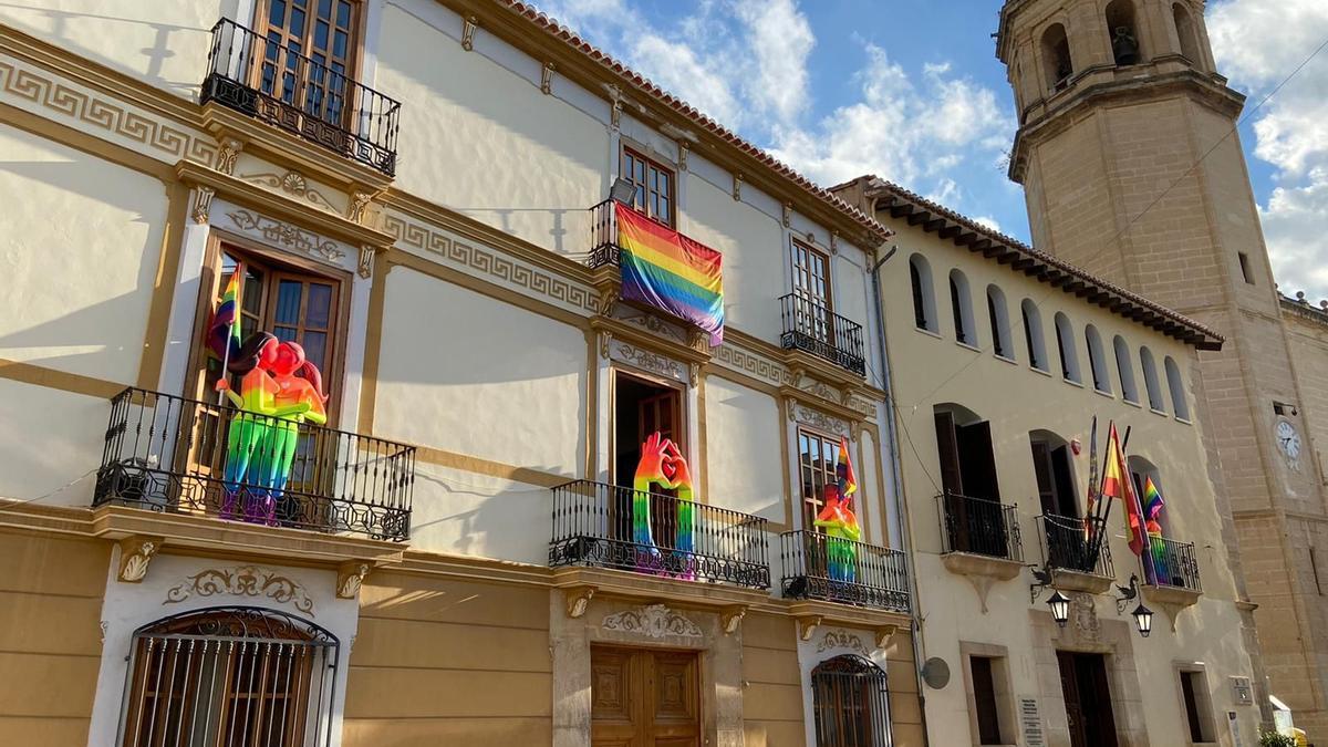L'Ajuntament de Benigànim llueix l'arc de Sant Martí.