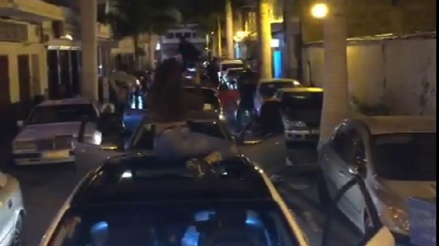 Un detenido y 17 sancionados por la fiesta dominicana y las carreras de coches en Arrecife