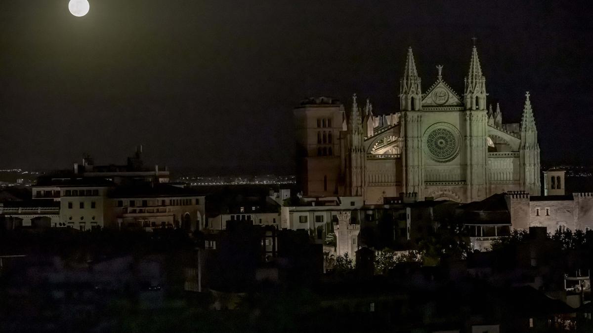 Así se ha visto la superluna de sangre sobre Mallorca