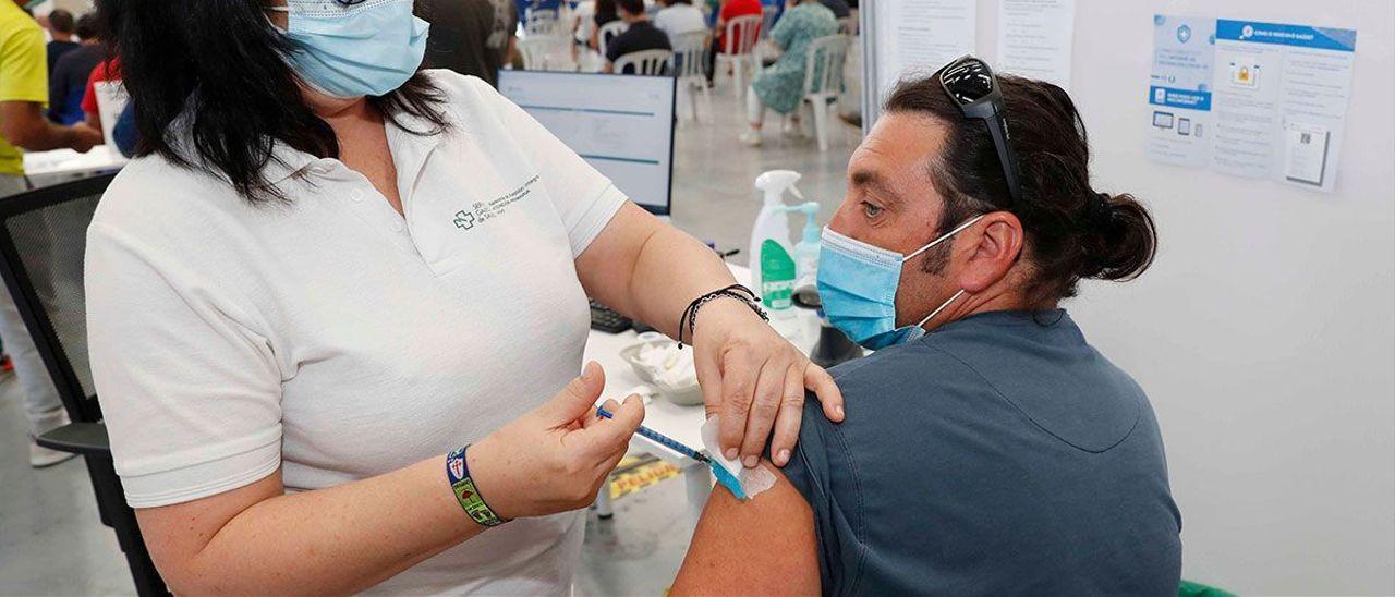 Vacunación masiva en el IFEVI, entre pacientes de 50 a 59 años