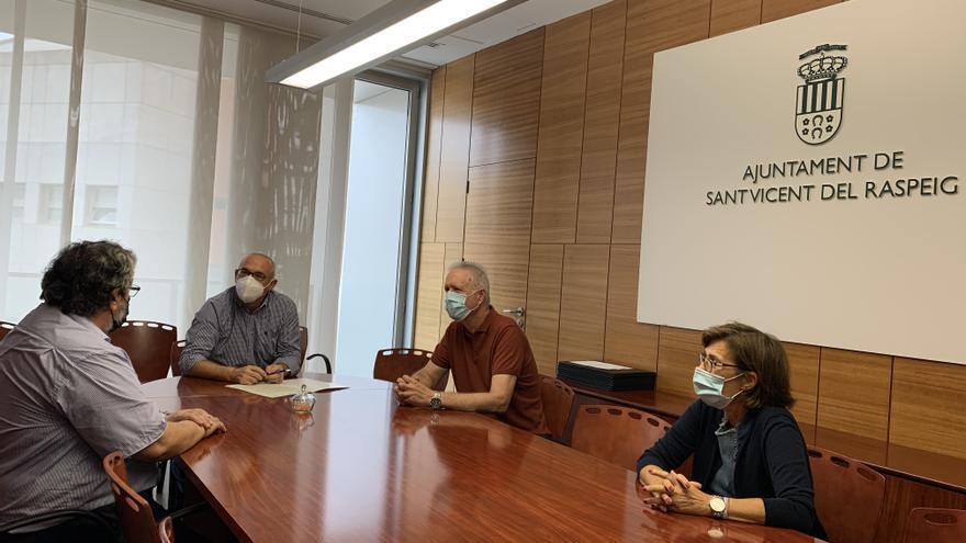 Un acuerdo permitirá al instituto Canastell impartir formación para el Ayuntamiento de San Vicente