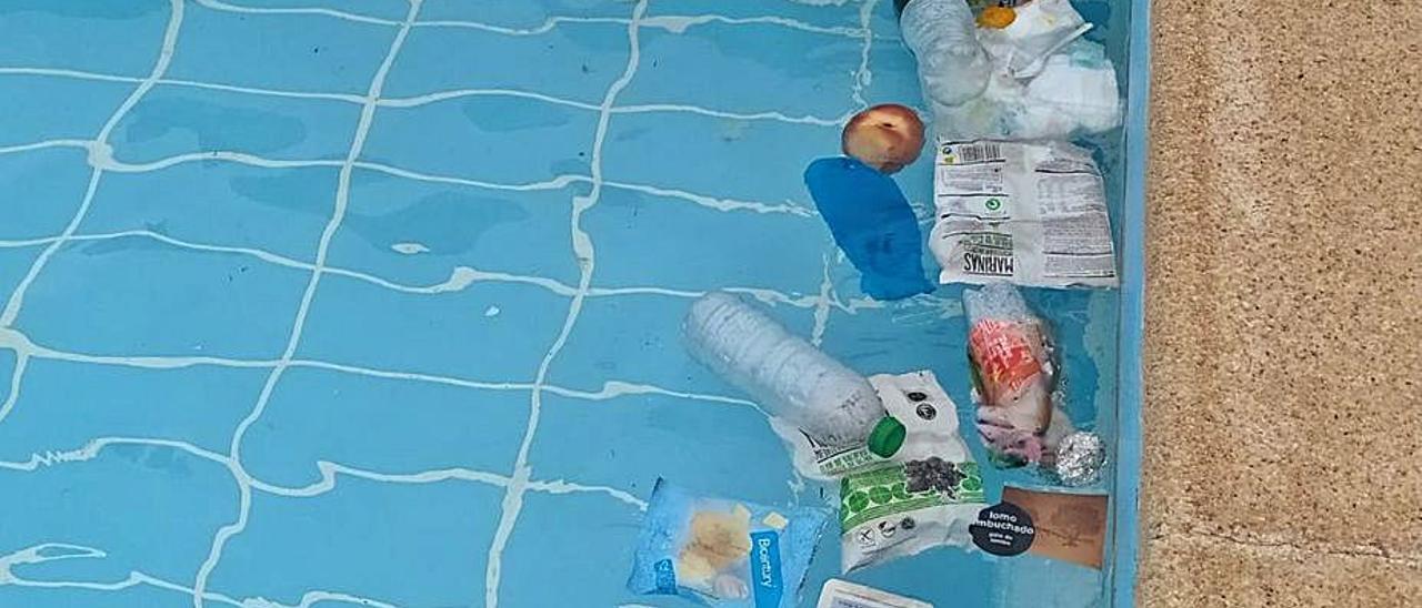 Estado de una parte de la piscina de Grado. | LNE
