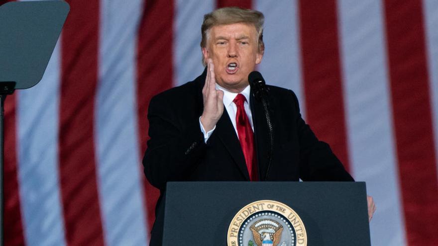 Trump fractura al Partido Republicano en su desquiciada huida hacia adelante