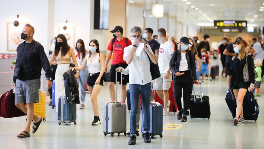 Ibiza, en el posible plan piloto del pasaporte de vacunación para recibir turistas británicos