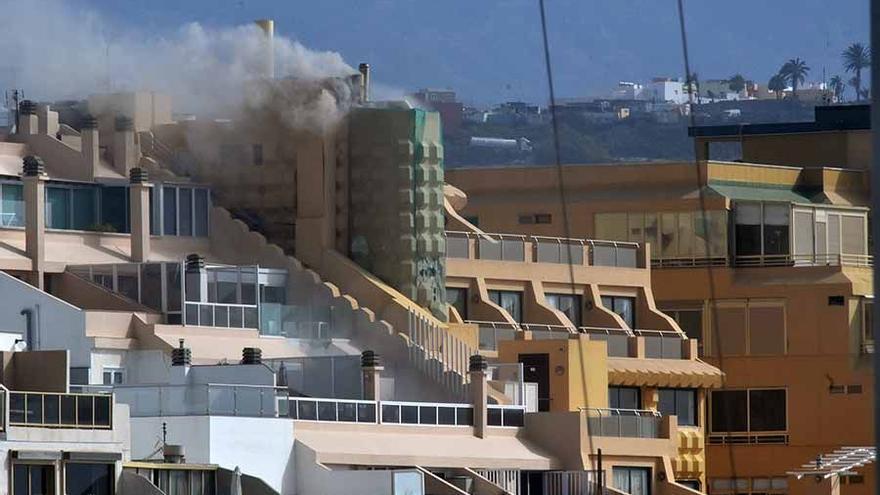 Incendio en hotel cerrado de Las Canteras.