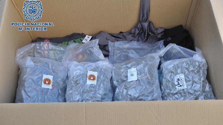 Interceptan en Vélez un envío de 24 kilos de cogollos marihuana con destino a Roma
