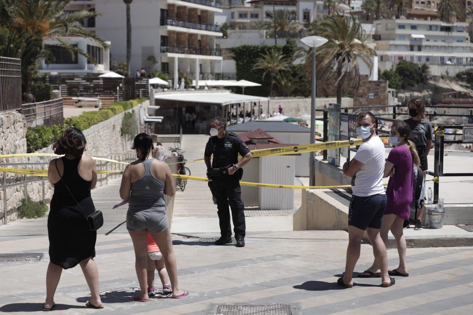 Cort cierra la playa de Cala Major por exceso de aforo