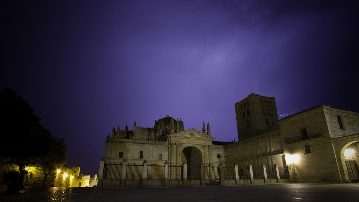 Tormenta con aparato eléctrico en Zamora