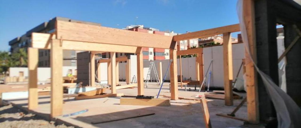 Inici de la construcció del centre de dia de Meliana amb materials de bioconstrucció.   S.ROS