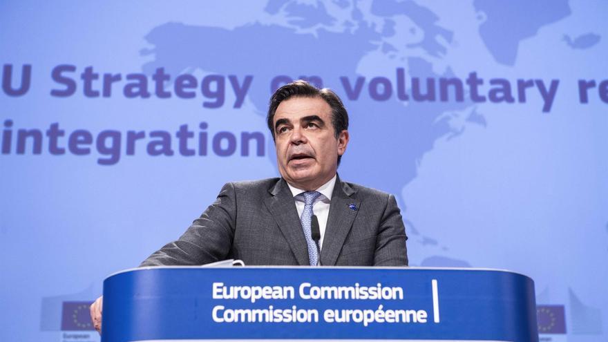 """Bruselas quiere impulsar las deportaciones con incentivos a los retornos """"voluntarios"""""""