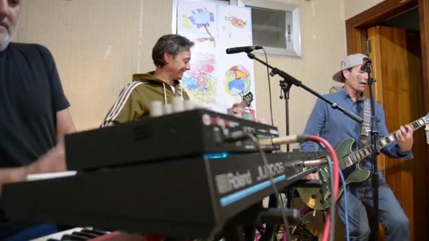 El grupo vila-realense Cuentos chinos versionan sus canciones más populares