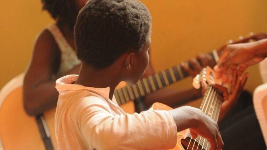 La música potencia el desarrollo del cerebro infantil