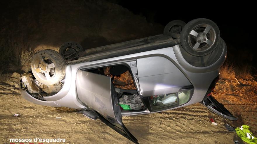 Denuncien un conductor begut i sense carnet per atropellar tres joves i fugir del lloc